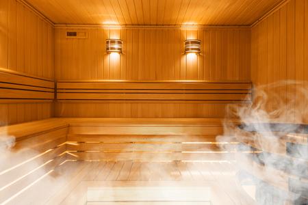 Interieur van Finse sauna, klassieke houten sauna