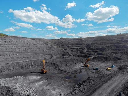 Mine à ciel ouvert, tri de la race, charbon minier, industrie extractive anthracite, industrie charbonnière