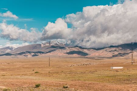 Panorama of desert landscape on  snow-capped mountain peaks. Stockfoto