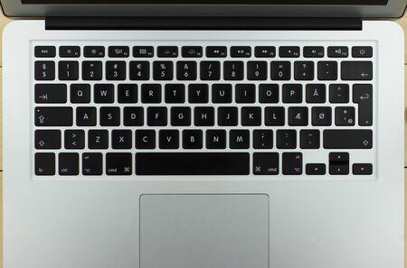 デンマーク語のキーボードでいい設計とアルミニウム ラップトップ