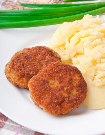 breadcrumbs: Fried cutlets in breadcrumbs and mashed potatoes