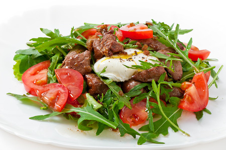 pochette: Mixed salad with chicken liver and egg Pochet