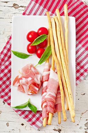 grissini: Grissini bread sticks with ham, tomato and basil
