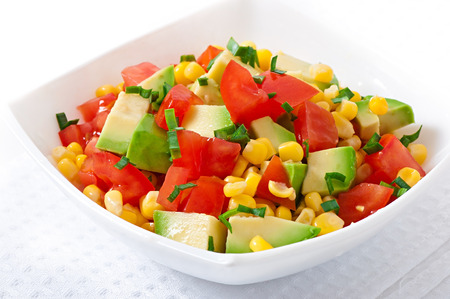 sweet corn: Mixed salad with avocado, tomatoes and sweet corn