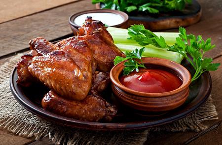 Ali di pollo al forno con salsa teriyaki Archivio Fotografico