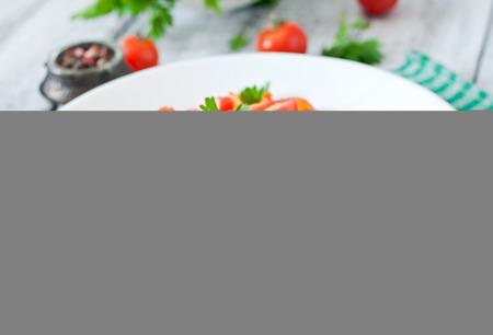 salsa de tomate: Pastas del Fettuccine con tomates camarones y hierbas