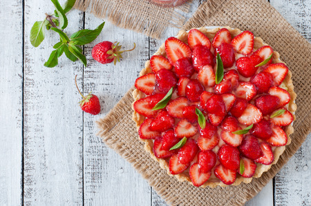 Tart with strawberries and whipped cream decorated with mint leaves Stockfoto