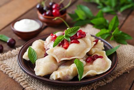 cereza: Albóndigas deliciosas con cerezas y mermelada