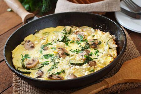huevos revueltos: Frittata con setas, calabac�n y queso