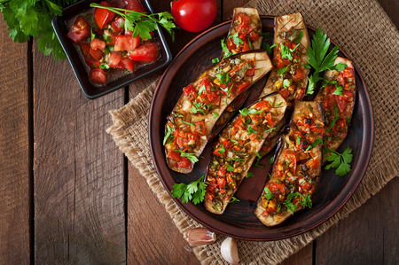 Baked eggplant with tomatoes, garlic and paprika Stockfoto
