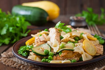 dinner plate: Pasta with zucchini, chicken and green peas