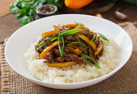 green beans: Stir frying beef with sweet peppers, green beans and rice Stock Photo