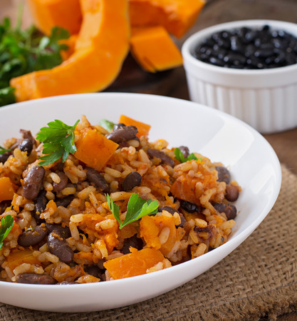 kidney bean: Mexican vegan vegetable pilaf with haricot beans and pumpkin