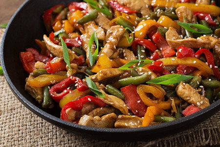 black dish: Stir fry chicken, sweet peppers and green beans