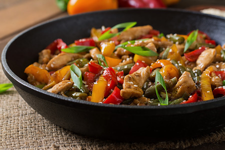 chinese meal: Stir fry chicken, sweet peppers and green beans