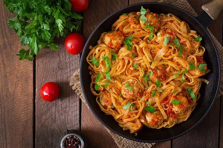 madera r�stica: Pasta linguine with meatballs in tomato sauce. Top view Foto de archivo