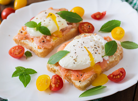 fresh: Sandwich with poached eggs with salmon and cream cheese