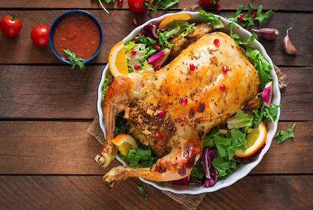 comida navidad pollo al horno rellenas de arroz para la cena de navidad en una