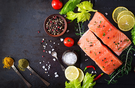 Raw salmon fillet and ingredients for cooking on a dark background in a rustic style. Top view 版權商用圖片 - 48818902