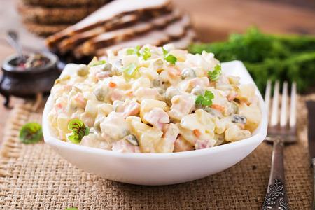 "russian salad: Ensalada rusa tradicional ""Olivier"""