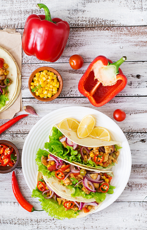 Mexican tacos with meat, corn and olives on wooden background. Top view Stockfoto