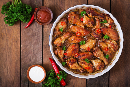baked chicken: Sour-sweet baked chicken wings and sauce.Top view