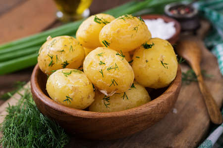 pure de papa: Boiled new potatoes seasoned with dill and butter Foto de archivo