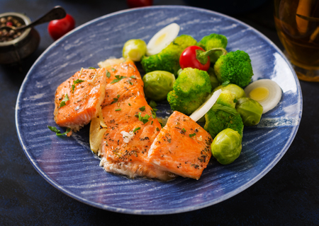 broccoli sprouts: Baked salmon fish garnished with broccoli and Brussels sprouts with leek. Fish menu.