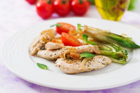 escarola: achicoria cocida al horno con pollo, cebolla y hierbas.