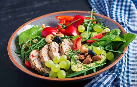 Ketogenic diet. Buddha bowl dish with meatloaf, avocado, sweet pepper, tomato, cucumber, berries and nuts. Detox and healthy superfoods bowl concept. 版權商用圖片