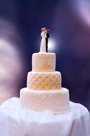 bodas de plata: Torta de la boda del vintage de tres niveles Foto de archivo