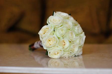 fresh graduate: White wedding flowers on wooden table Stock Photo