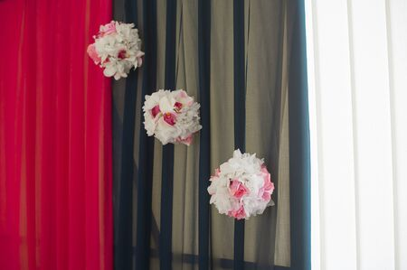 pompom: decorazione sala tre pompon di fiori