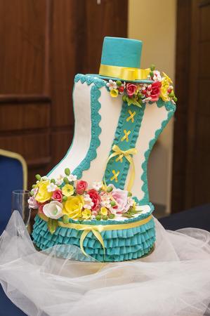fondant fancy: modern wedding cake