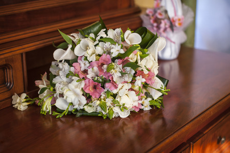 registrar: Wedding pink bouquet on the table.