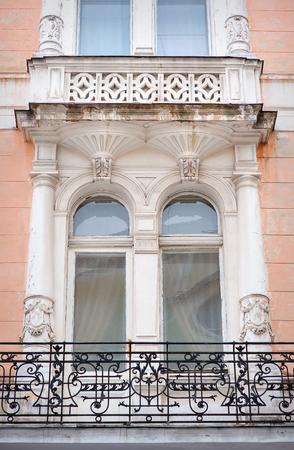 heads old building facade: Architecture and windows of ancient renaissance style classical building.