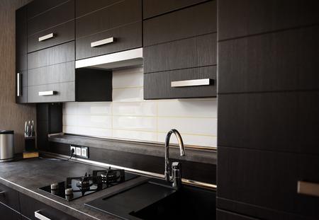 モダンなスタイルの美しい茶色のキッチン。