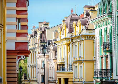 case colorate: Bella architettura d'epoca case colorate a Kiev.