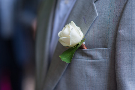 boutonniere: Boutonniere groom made of white rose.