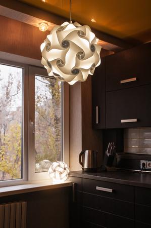 fitted kitchen moderna cucina contemporanea completamente attrezzata in marrone con i migliori elettrodomestici spec