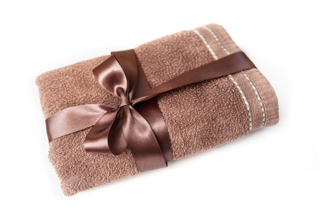 daisy flower: brown towel tied with a ribbon with a bow.