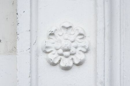 attraktion: architectural flower fresco on the wall of a building.