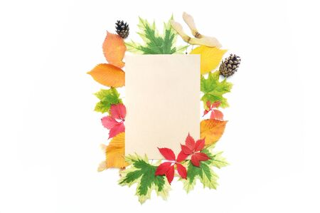 Mockup Autumn leaves frame and kraft sheet of paper for place your text. Fall elements for Thanksgiving day design Stockfoto