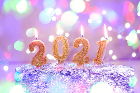Holiday background Happy New Year 2021. Numbers of year 2021 made by gold burning candles on bokeh festive sparkling background. celebrating New Year holiday, close-up. Space for text Foto de archivo - 161618512