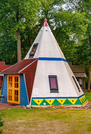 VERSMOLD, GERMANY. JUNE 20, 2021 Campingpark Sonnensee. Tents, lodges, ethnic wigwam people resting in the forest. Редакционное