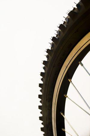 aluminum wheels: Close-up de un neum�tico de bicicleta de monta�a Foto de archivo
