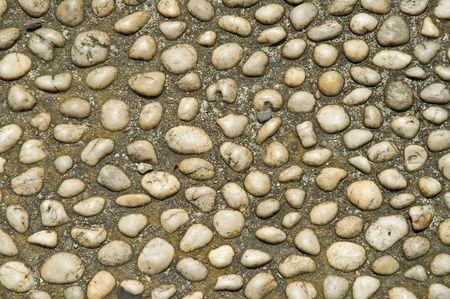 cobble: Marmo bianco pebbes formando ciottoli levigati percorso