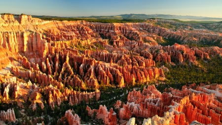 Bryce Canyon, Utah, at Sunrise taken from Inspiration Point showing the vast Amptpheatre of hoodoos.