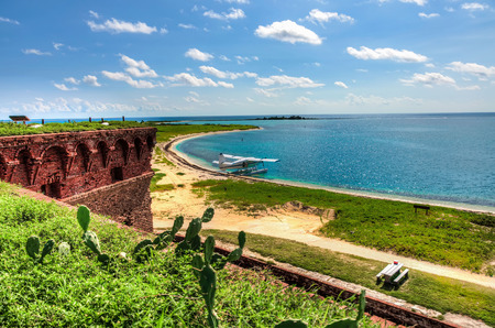 dry tortugas: Beach, small airplane and turquoise ocean - tropical paradise island, Dry Tortugas, Florida, US