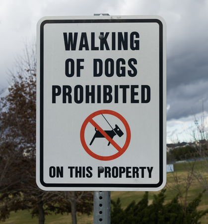 illegal zone: Walking Of Dogs prohibited sign